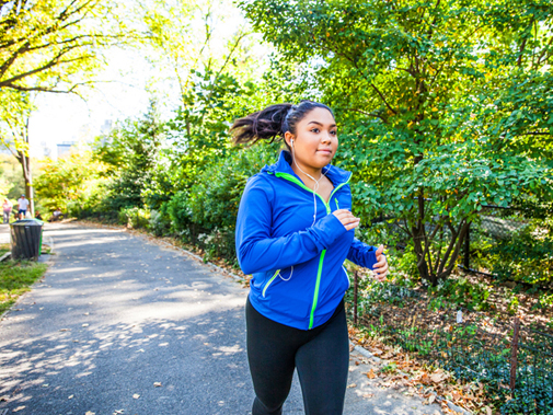 woman jogging as part of post-surgery weight loss